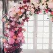 Арка из цветов и шаров