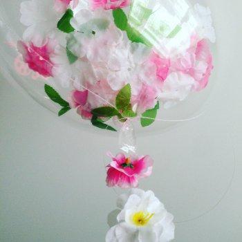 Bubble шарики на цветочной гирлянде