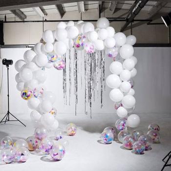Фотозона из воздушных шаров с конфетти
