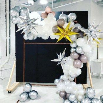 Новогодняя гирлянда из шаров разного диаметра