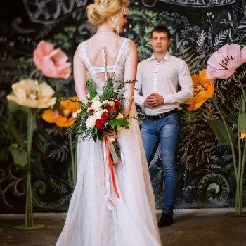 middle-middle-color-center-center-0-0-0-1555604670.9194 Фотозона из больших цветов на свадьбу в аренду