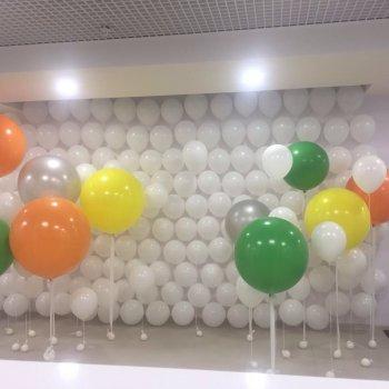 Стена из шаров с гелием